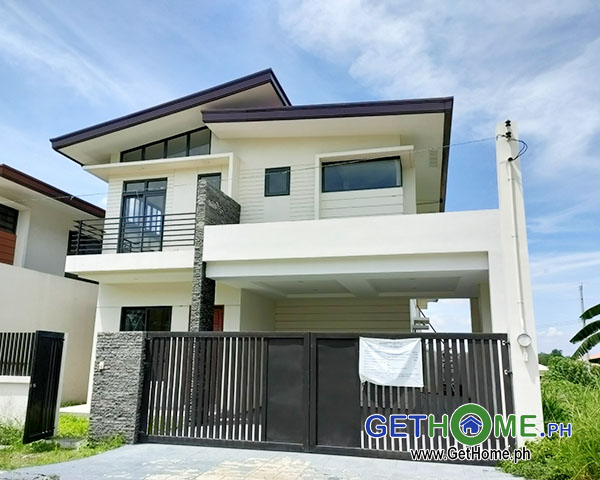 GetHomePh 4 Bedrooms 3 Toilet & Bath Brand New House and Lot For Sale near Airport big Carport